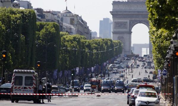 Нападателят в Париж е загинал при атаката
