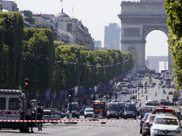 """Извършителят на атаката на булевард """"Шанз-Елизе"""" в Париж е починал,"""