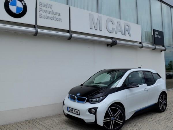 """Снимка: """"Зелената"""" и иновативна серия BMW i паркира в """"М Кар"""" Пловдив"""