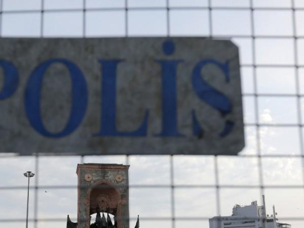 Полицията в турския град Измир е арестувала трима български граждани