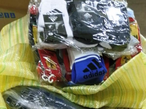 """Снимка: Агенция """"Митници""""234542 803 текстилни изделия и 144 чанти, портмонета,"""