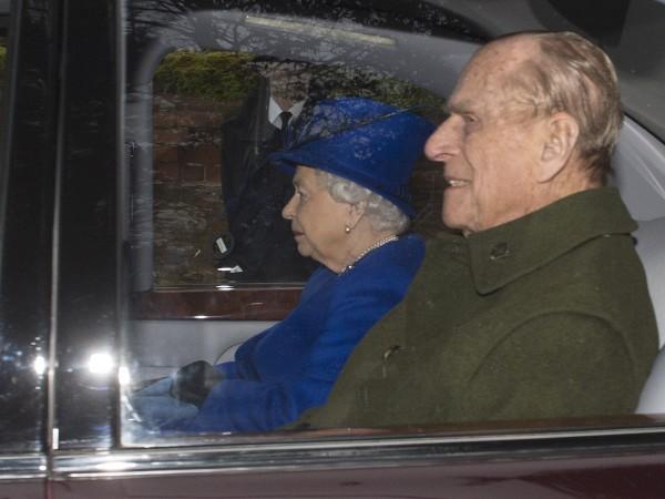 Снимка: Съпругът на Елизабет ІІ в болница. Принц Филип има дух!