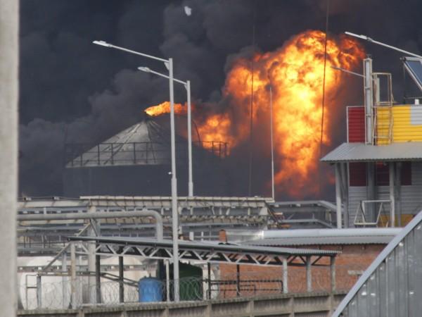 Цистерна с течно гориво се възпламени и предизвика голяма трагедия