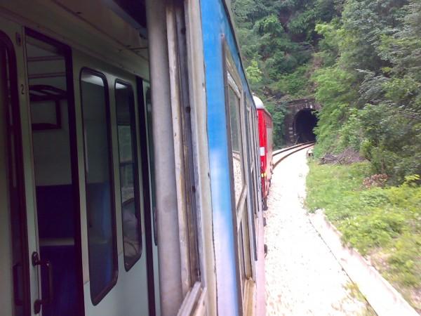 Снимка: 21 век, България: Богатите с колите, бедните с влака