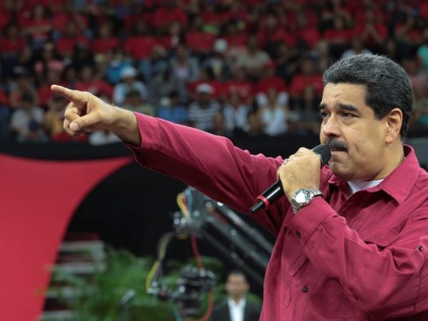 Венецуелският президент Николас Мадуро предупреди снощи, че той и поддръжниците