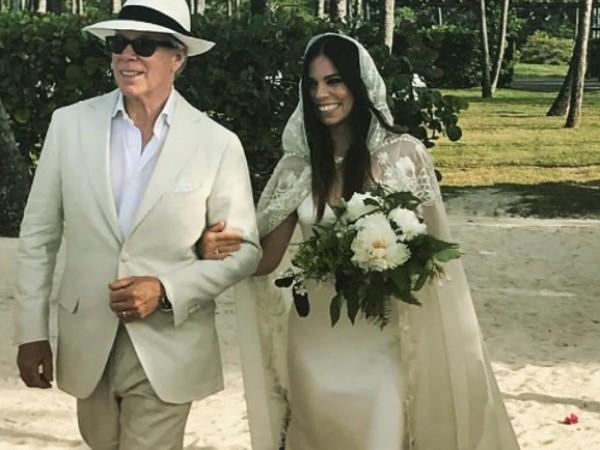 Томи Хилфигър заведе дъщеря си Али до олтара този уикенд