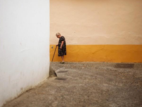 Снимка: Над четвърт милион българи в изолация, самотни