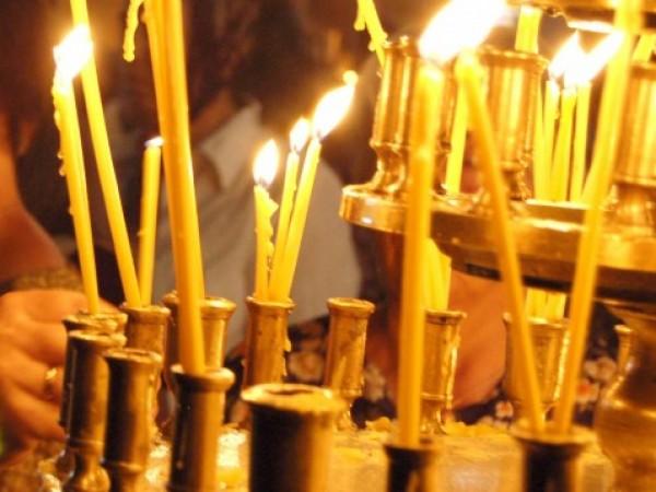 Църквата почита днес паметта на Светите равноапостоли Петър и Павел.