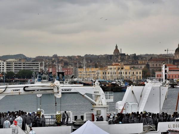Италианското правителство обмисля блокирането на лодки с мигранти до бреговете