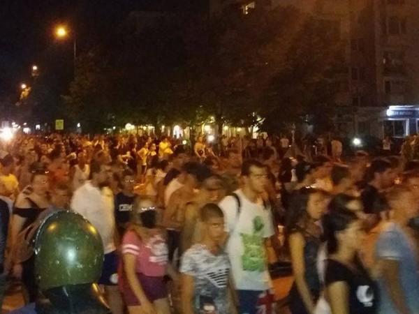 Снимка: Dnes.bg123 Напрежението в Асеновград ескалира преди минути, предаде репортер