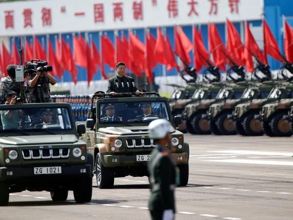 Китайският президент Си Цзинпин наблюдава днес, на втория ден от