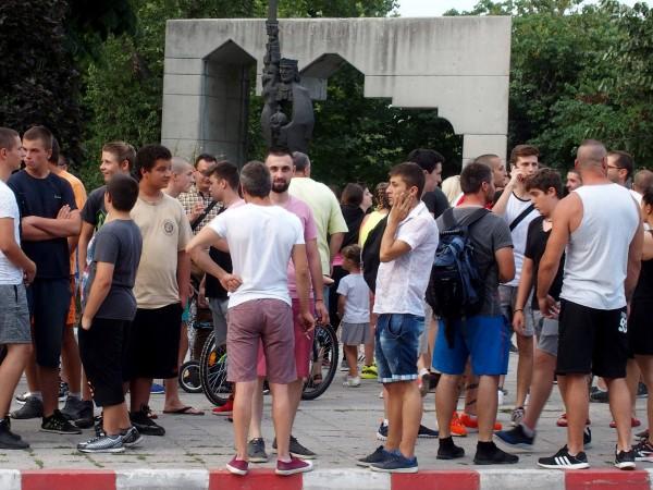С два автомобила ромите от Асеновград се опитали да прегазят