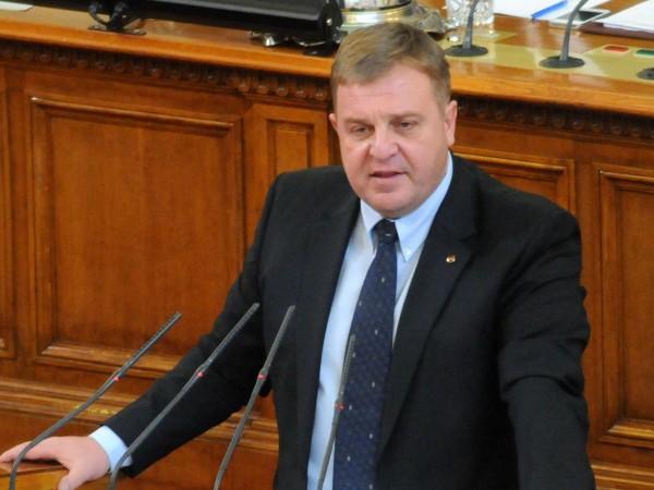 Военният министър Красимир Каракачанов смята, че е най-добре плащането за