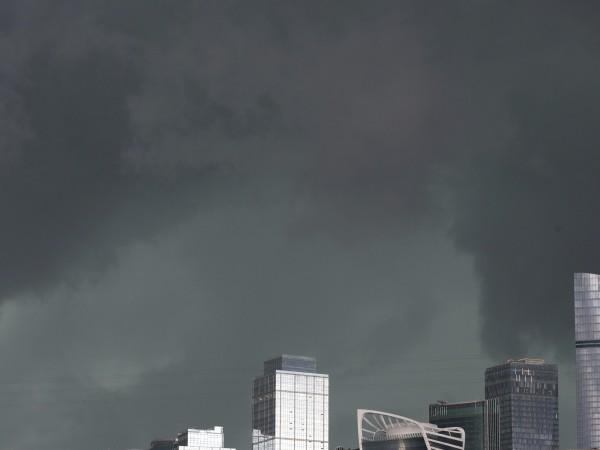 Ураганът в Москва - най-силният от 50 години насам, блокира