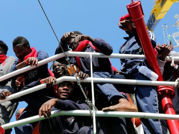 Почти 95 700 мигранти са пристигнали в Европа през Средиземно