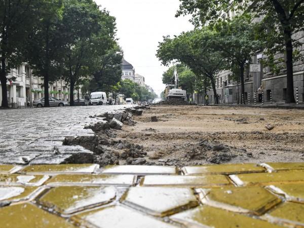"""Снимка: Булфото12345678910Започна ремонта на втория участък от булевард """"Дондуков"""". От"""