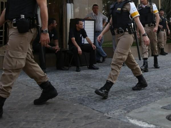 Португалските власти подозират, че зад кражбата на оръжие от военен