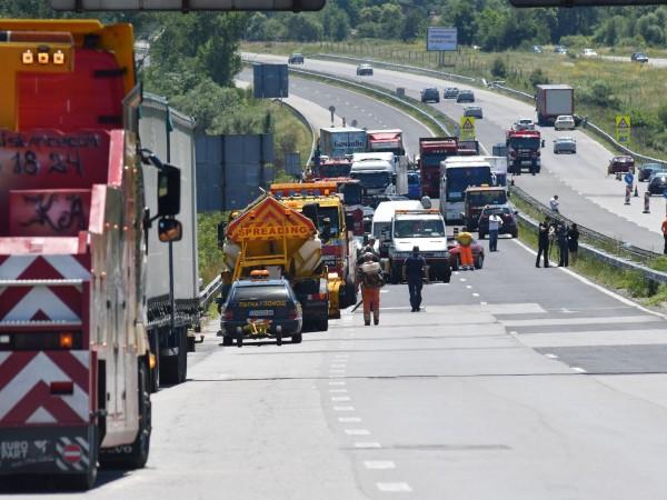 """Възстановено е движението по магистрала """"Тракия"""", при Ихтиман, между 46-ти"""