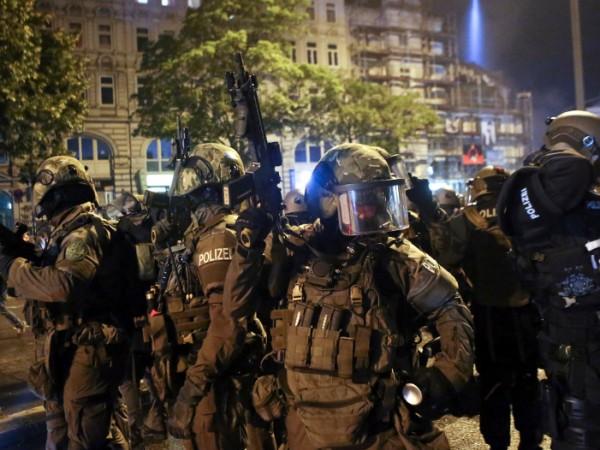 Снимка: Въоръжен Хамбург. Протестиращите все по-яростни