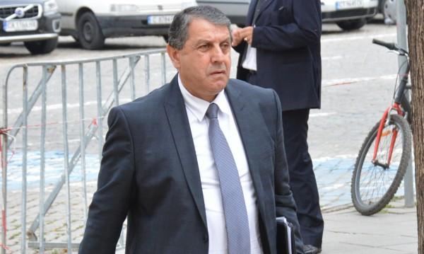 Отмениха глобата на Бат Сали, депутатът, перчил се на полицаи