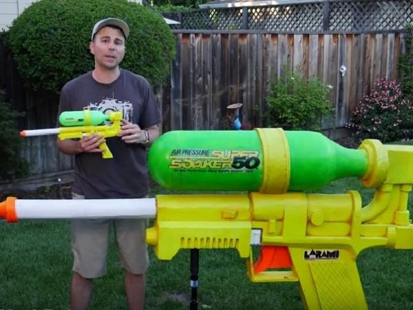 Бившият инженер от НАСА Марк Робър сглоби най-мощния воден пистолет
