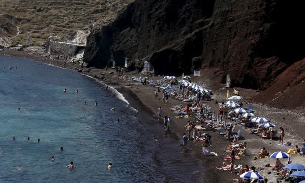 Почивките в Гърция вече са недостъпни за... самите гърци
