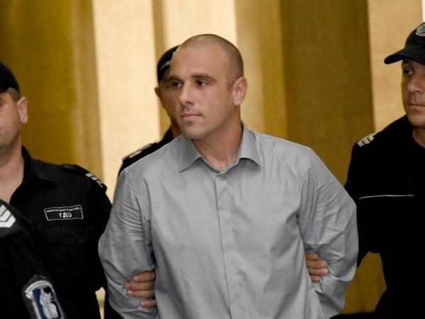 Снимка: Убиецът на Виола влиза в клиника, ще тестват психиката му