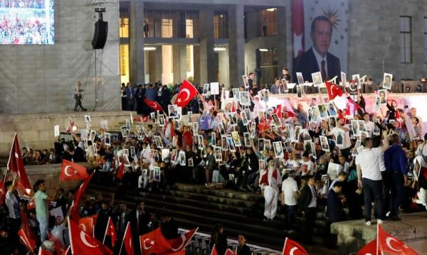 Юнкер предупреди Турция: Зачитайте демократичните ценности