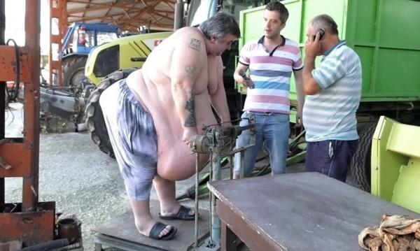 Тигрови скариди и черен хайвер на корем – тайната на най-дебелия българин