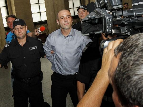 Снимка: Убиецът на Виола в серия от буйства: Запалил и килията си