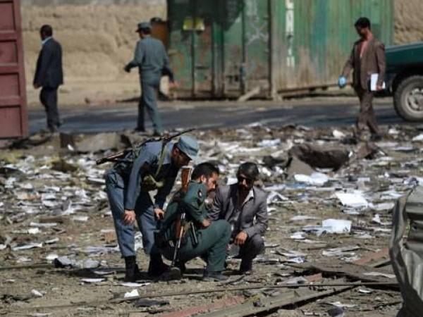 Снимка: Кола-бомба окървави Кабул - най-малко 10 жертви