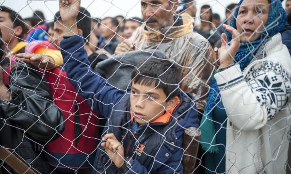 Европа плаща на гърците да станат комшии с мигрантите