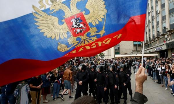 Русия пусна виден опозиционер. Идват ли протести?