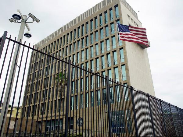 """Снимка: САЩ разследват загадъчни """"инциденти"""" в посолството в Куба"""
