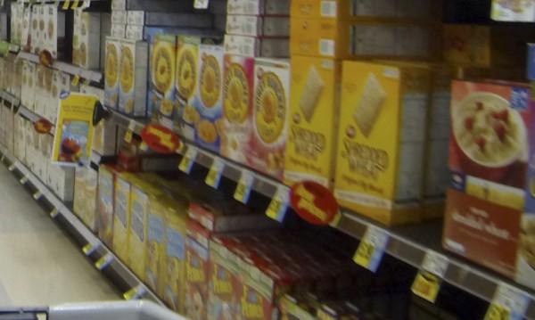 Спряха тонове храни в София - семена, спагети, консерви