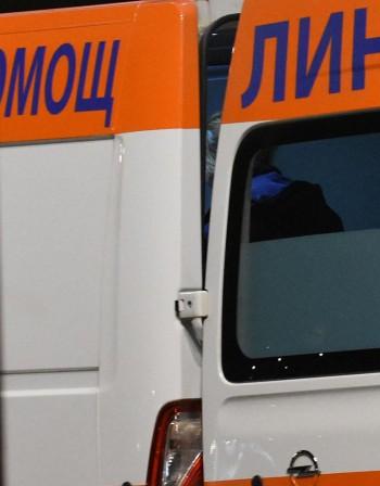 Кола и такси се удариха в София, трима са в болница