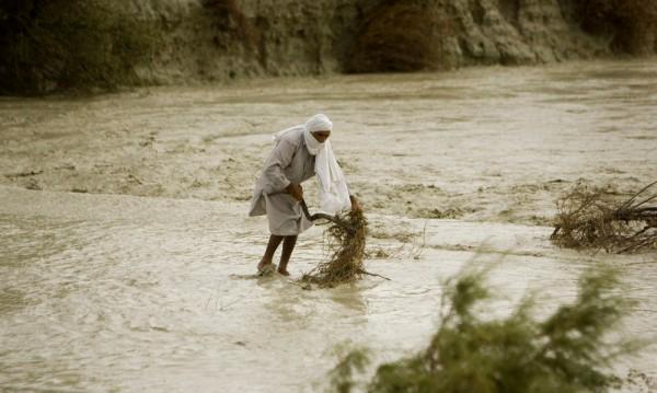 Наводнения причиниха смъртта на 11 души в Иран