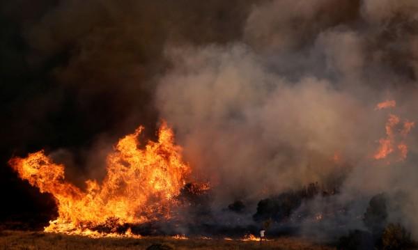 Големи пожари обхванаха съседна Гърция