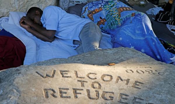 """""""Лекари без граници"""" оставиха мигрантите в Средиземно море"""
