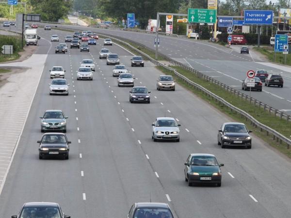 Листовки с указания какви са правилата за движение по пътищата