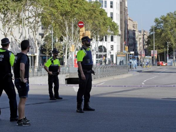 Снимка: Терор окървави Барселона, дирят нападателя с микробуса