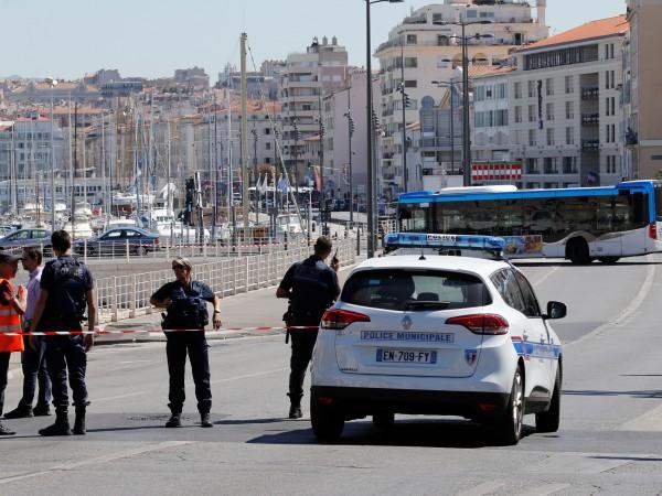 Шофьорът, който вчера нападна с микробус пешеходци в Марсилия, страда