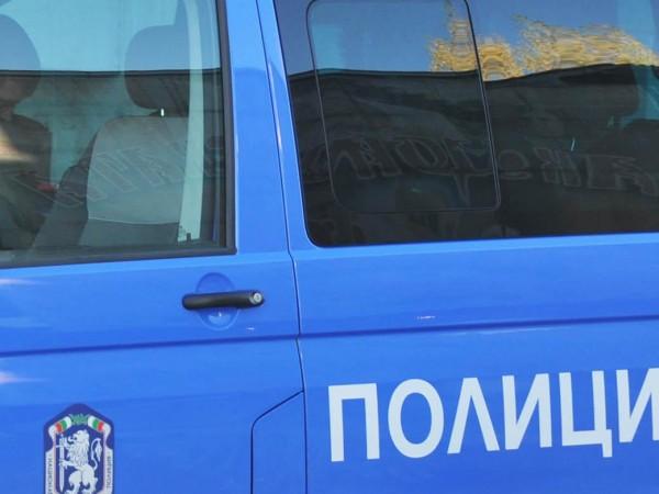 26-годишен мъж изхвърли през прозореца на колата си около 10