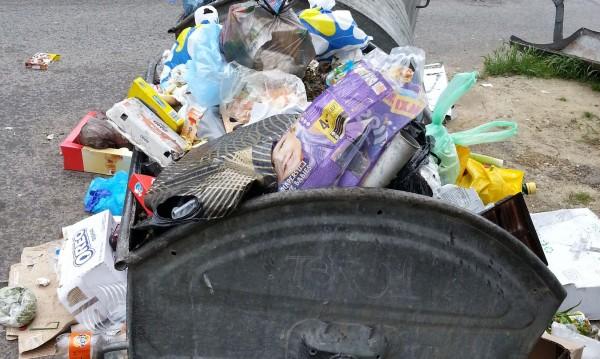 Бизнесът за такса смет: Хората правят боклуците!