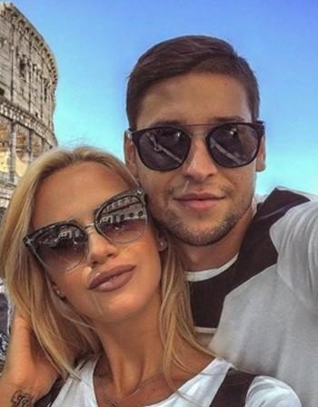 Любов: Волейболен национал заведе гаджето си в Рим