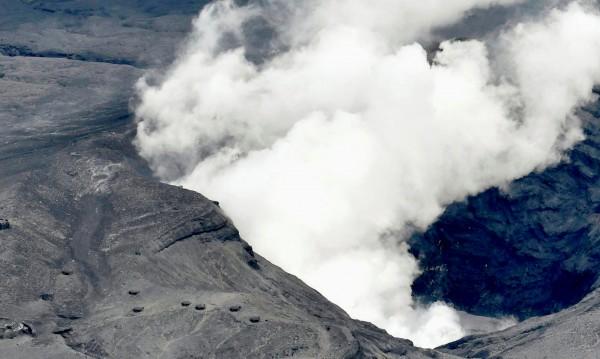 Дете и родителите му паднаха в кратера на вулкан