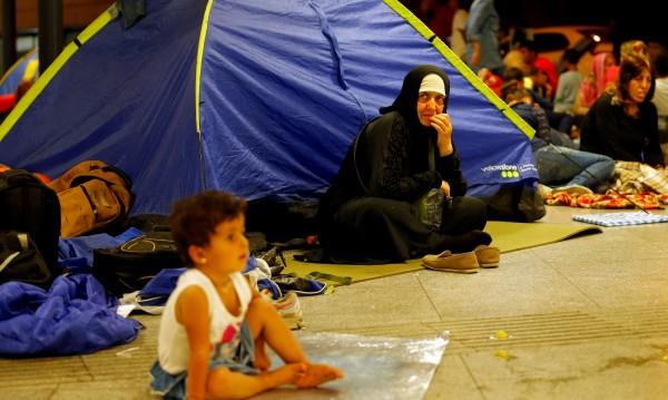 Унгария силно ограничава достъпа на бежанци