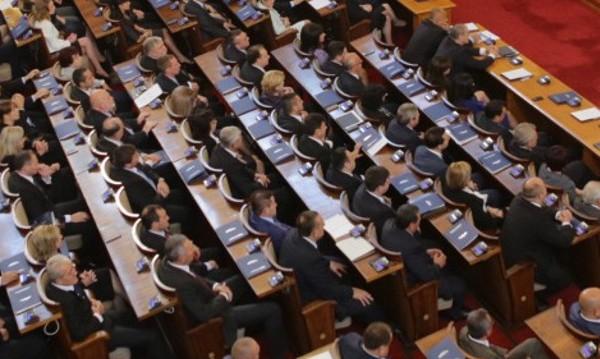 Депутатите се разпуснаха за 15-ти, няма да има контрол