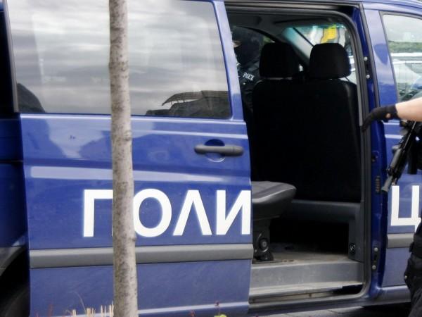 Трима души са задържани за разпространение на материали с детска