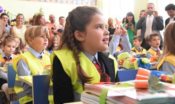 За 15-и от НС: Честитки, но и критики за образованието